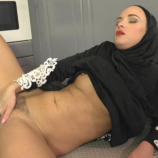 Sexy surprise for Muslim wife - Photo 8 / 16