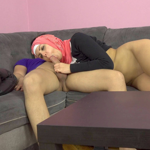 A horny guy fucks his Muslim sister-in-law - Photo 7 / 16