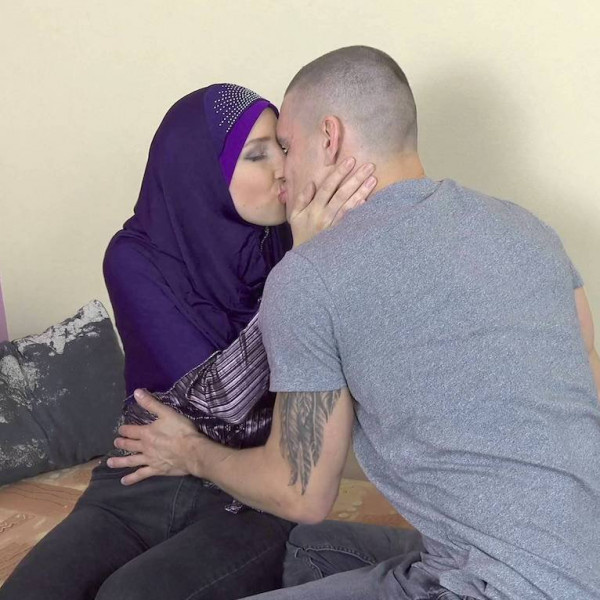 Sexy muslim teacher gives special lesson - Photo 4 / 16