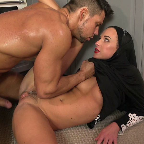 Sexy surprise for Muslim wife - Photo 15 / 16